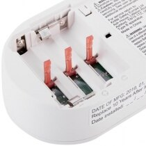 Safety clips prevent installation without batteries